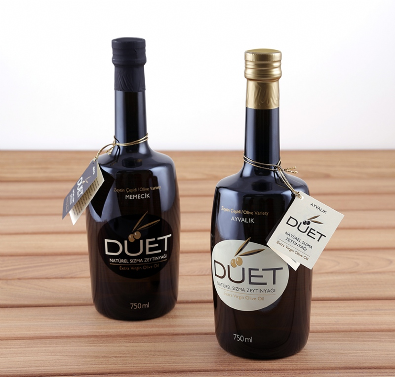 Printed graphic design over the bottle for Duet olive oil (2015)